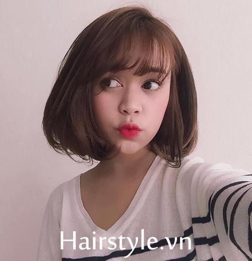 Tóc duỗi mái thưa cũng là kiểu tóc được rất nhiều cô nàng yêu mến vì không kén mặt và cực kỳ dễ chăm sóc