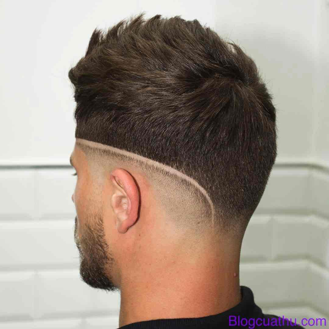 Kiểu tóc ngắn kết hợp đường kẽ