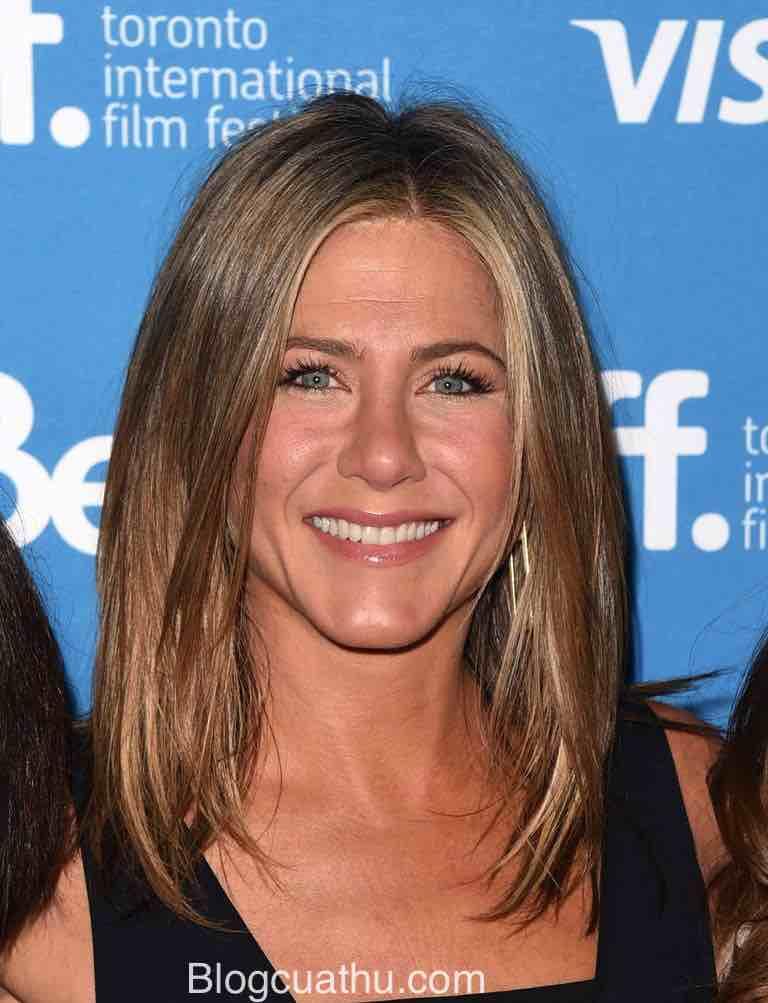 Màu nổi bật của Jennifer Aniston